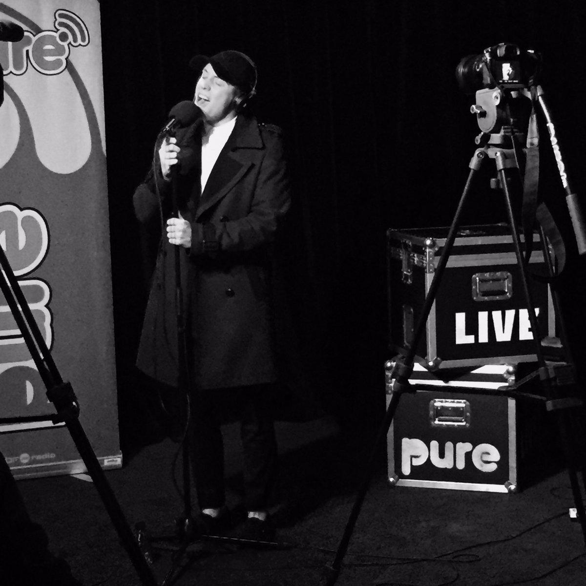 Session matinale @PureRTBF avec l&#39;incroyable @L0oiic #pure #purertbf #acousticsession #singer #loicnottet #radio #mudblood #millioneyes<br>http://pic.twitter.com/3hAjDZhBd0