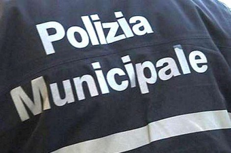 Negozi abusivi in zona Aurispa, sigilli a tre locali, due persone denunciate - https://t.co/VimCitn94D #blogsicilianotizie