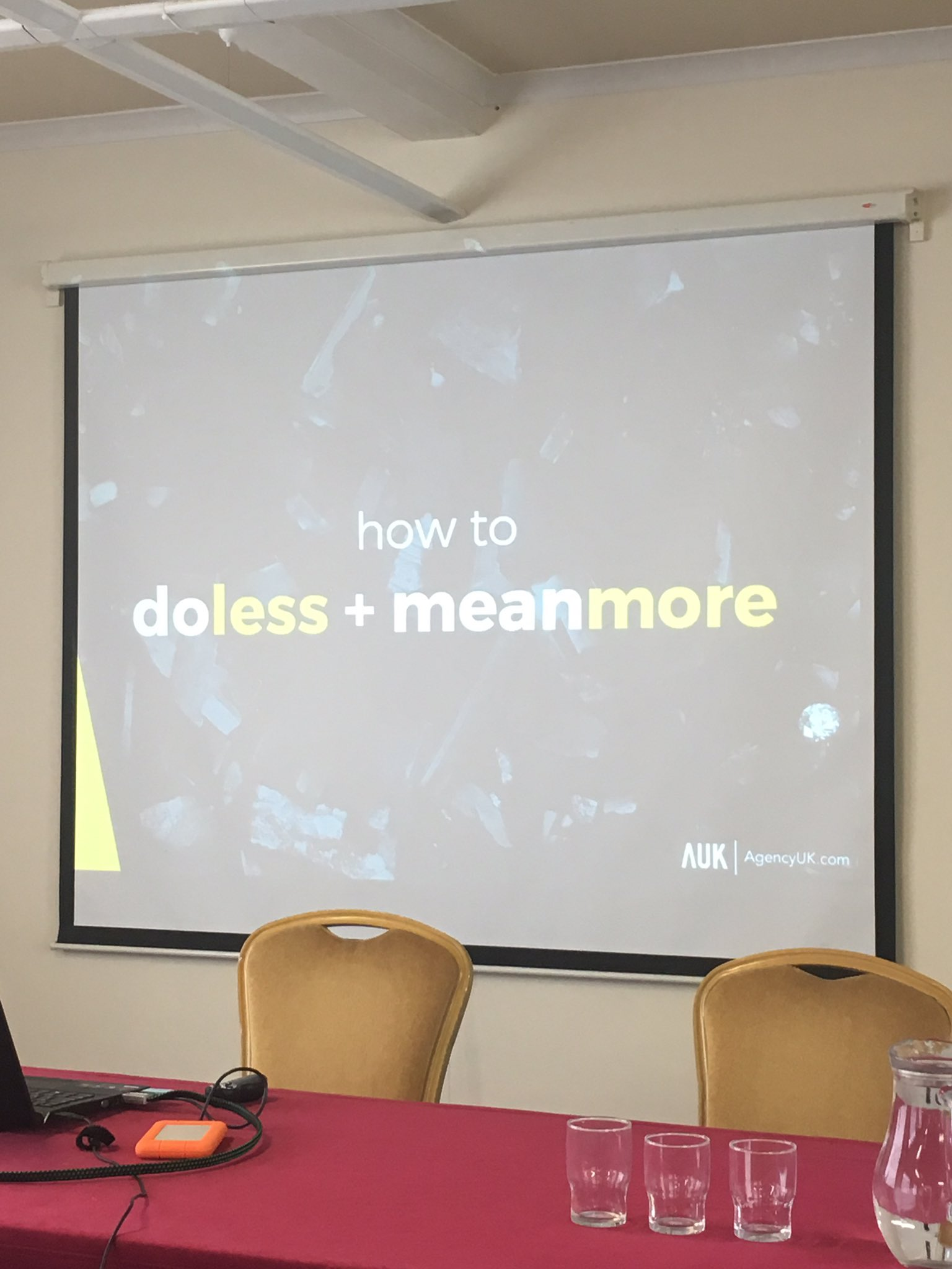Next up: Ian McKee shows us how to do less and mean more on social media #OiConf https://t.co/Xw295sBFAU
