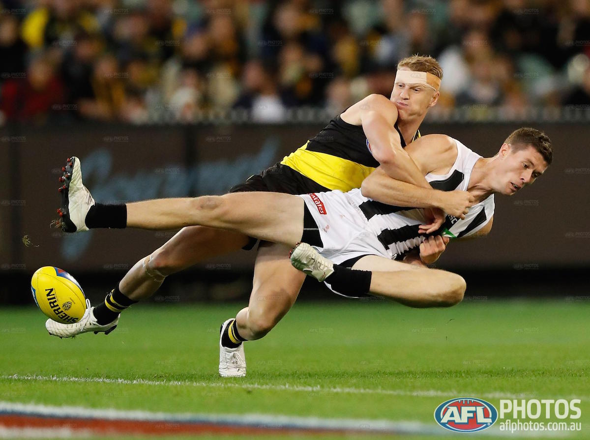 3QT: @Richmond_FC 9.8 (62) lead @CollingwoodFC 7.13 (55). Good luck pi...