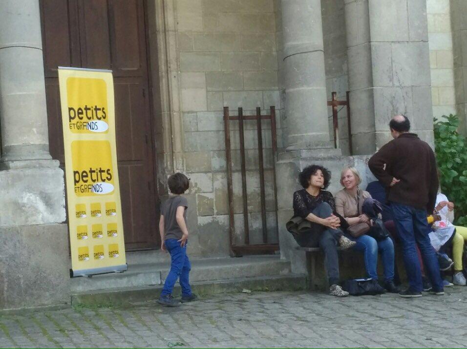 Hello #Nantes ! Notre responsable du secteur Jeune Public est notre envoyée spéciale au #festival @Petitsetgrands !<br>http://pic.twitter.com/PGbu6SNkeA