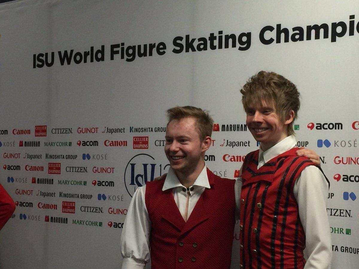 フィンランドの伝統的な衣装モチーフの2人。マヨロフ選手の方から「一緒に撮ろう」と言ったそうです。 #helsinki2017 https://t.co/sKz3bSbeOm