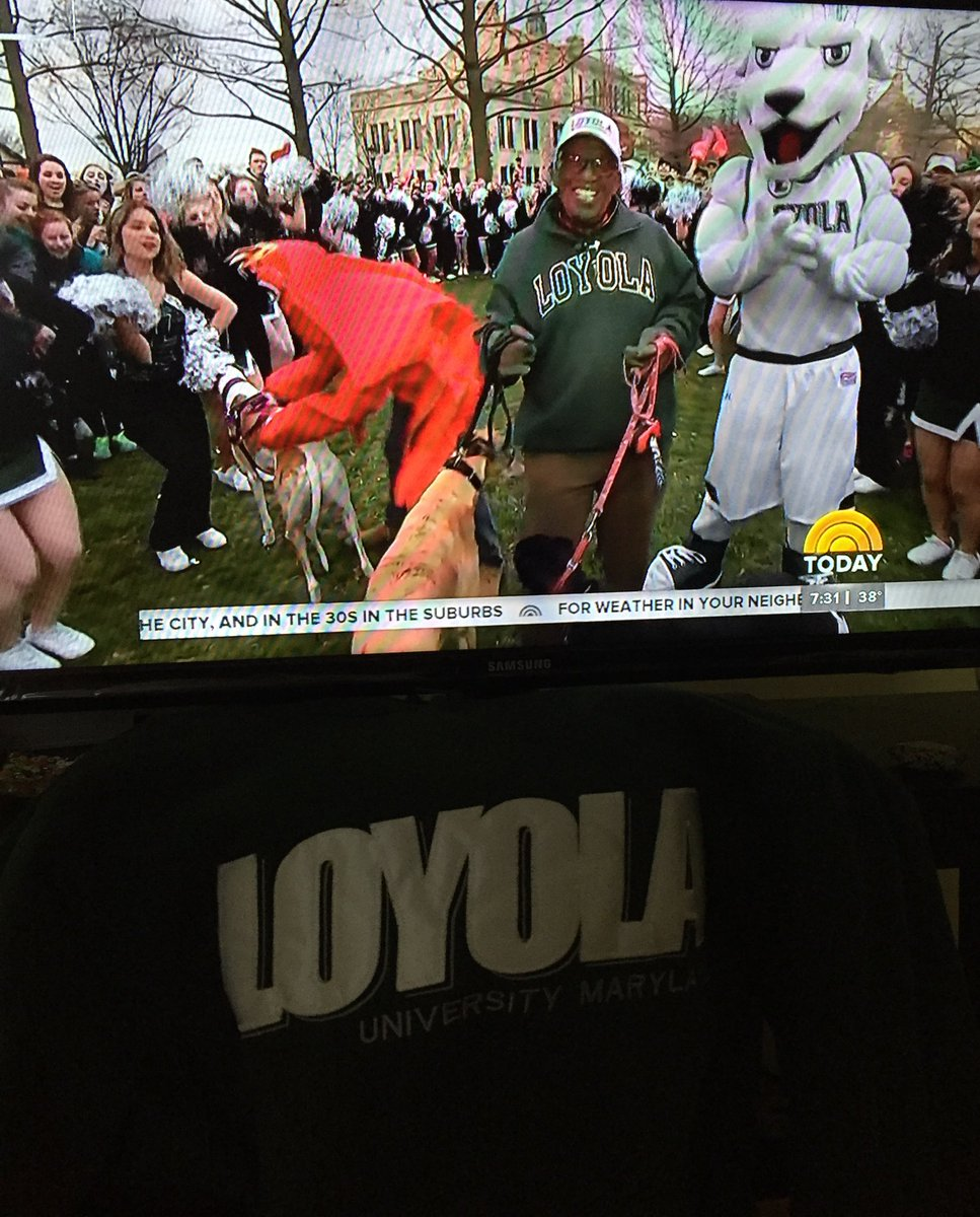 Loyola proud. #LoyolaRokerthon @TODAYshow 💚🐶 https://t.co/k3dlwICEEn