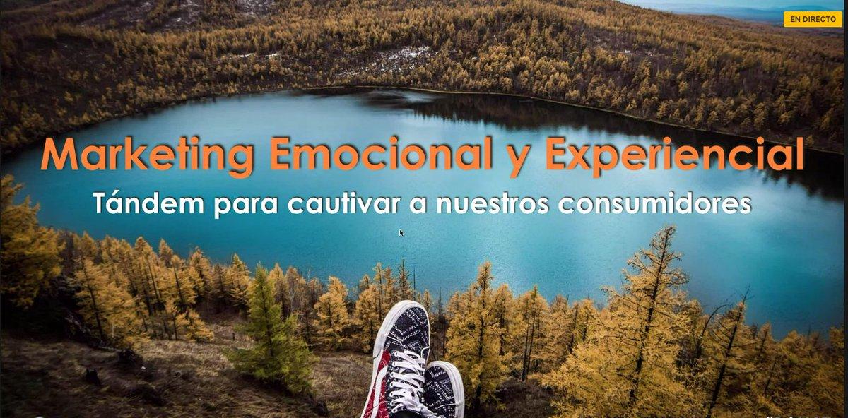 Comienza la ponencia de mi amiga @EliaGuardiola sobre Marketing Emocio...