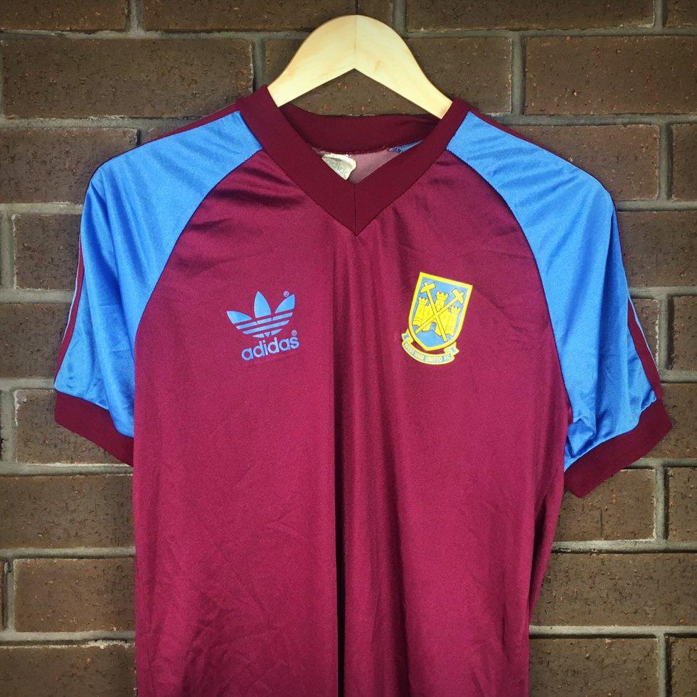 huge discount 9de77 0c16f Classic Football Shirts on Twitter: