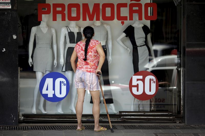#Ventas minoristas de #Brasil caen 0,7 pct en #enero  http:// reut.rs/2nyRxp1  &nbsp;  <br>http://pic.twitter.com/89KsCFIWL2