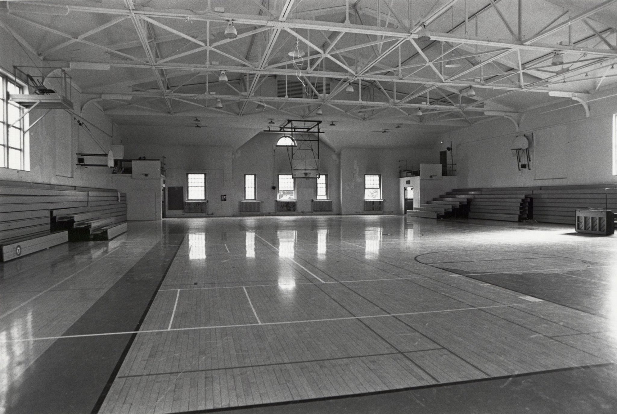 #TBT to when the Weiss Center for the Arts was the Alumni Gymnasium from 1929-1981 #dsonphotos  #weisscenter https://t.co/EkngldLP0y