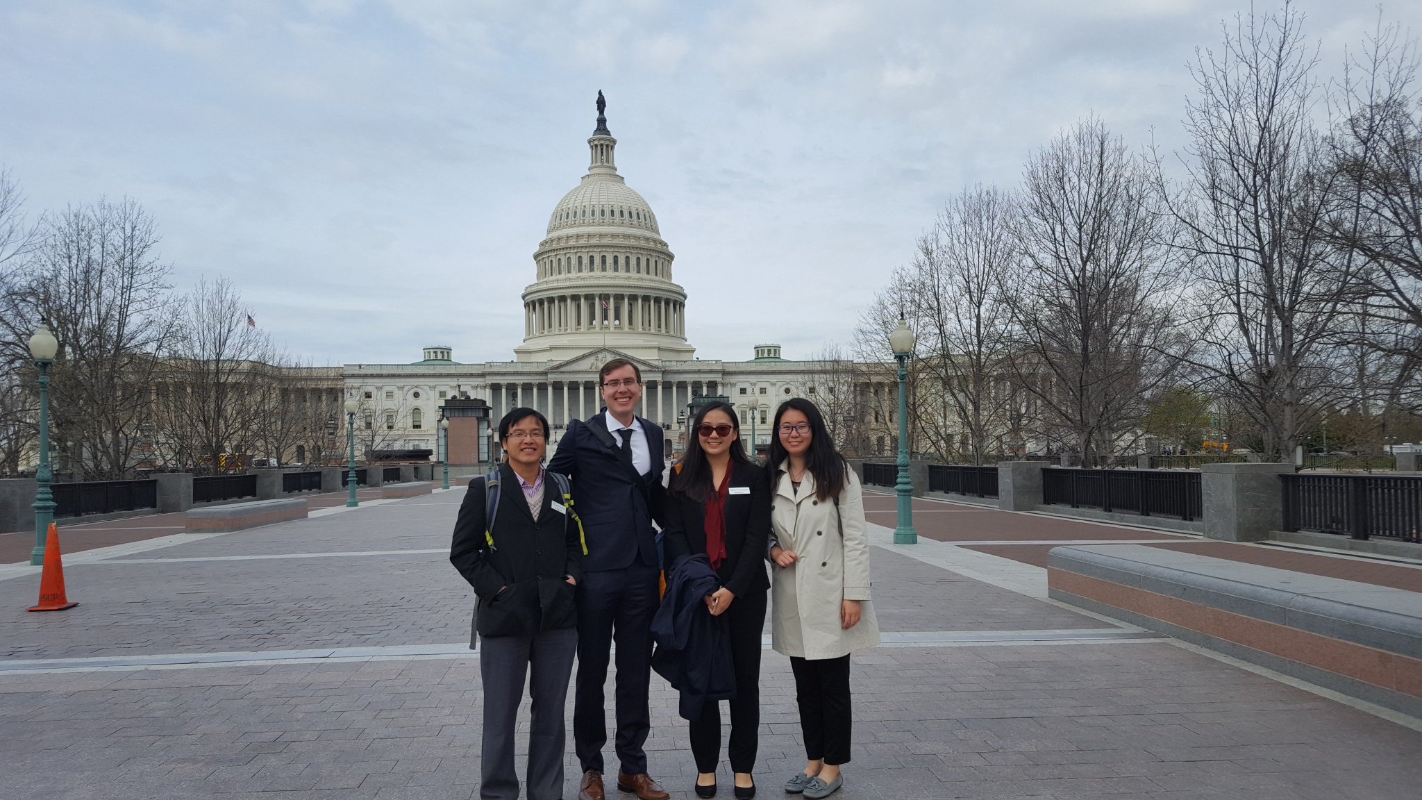Can't beat those Capitol views 😃 En route to another employer, a few more of our students made good on a photo op in #WashingtonDC! https://t.co/OwJrYbFgO8