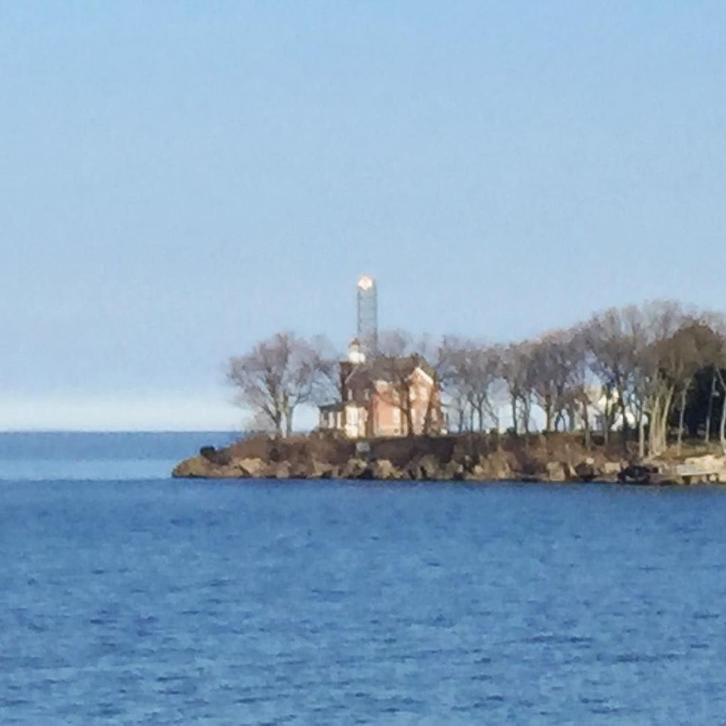 A rare view of South Bass Island Lighthouse before the trees put out their leaves. https://t.co/mei7UFbcg6 https://t.co/XMEwSP5pQB