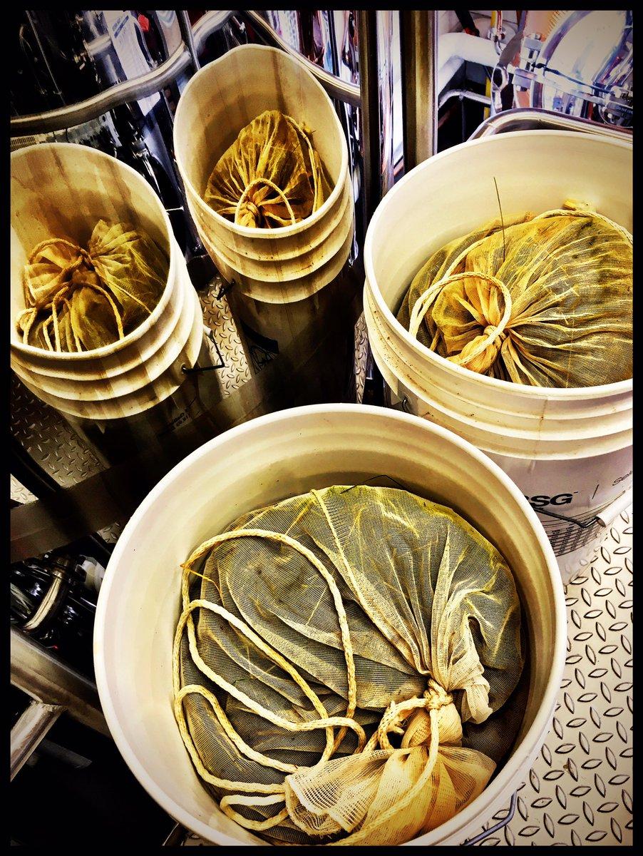 Another batch of Gin botanicals are ready to go.. #bestdamngin #graintoglass #healysgin pic.twitter.com/qjo0xFNBEF