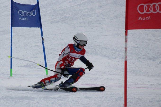 Buen número de esquí de base. Seguro que algún campeón tiene que salir de ahí! https://t.co/2VJ60cybNp @RFEDInv @GrupoAramon @rossignol_1907
