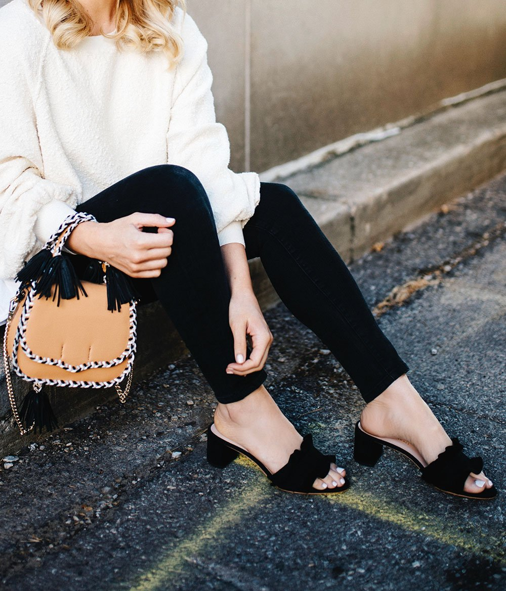 """""""An amazing bag or shoes will instantly make your outfit stand out."""" https://t.co/vfs4ehg95L https://t.co/MX6FXVUcfz"""