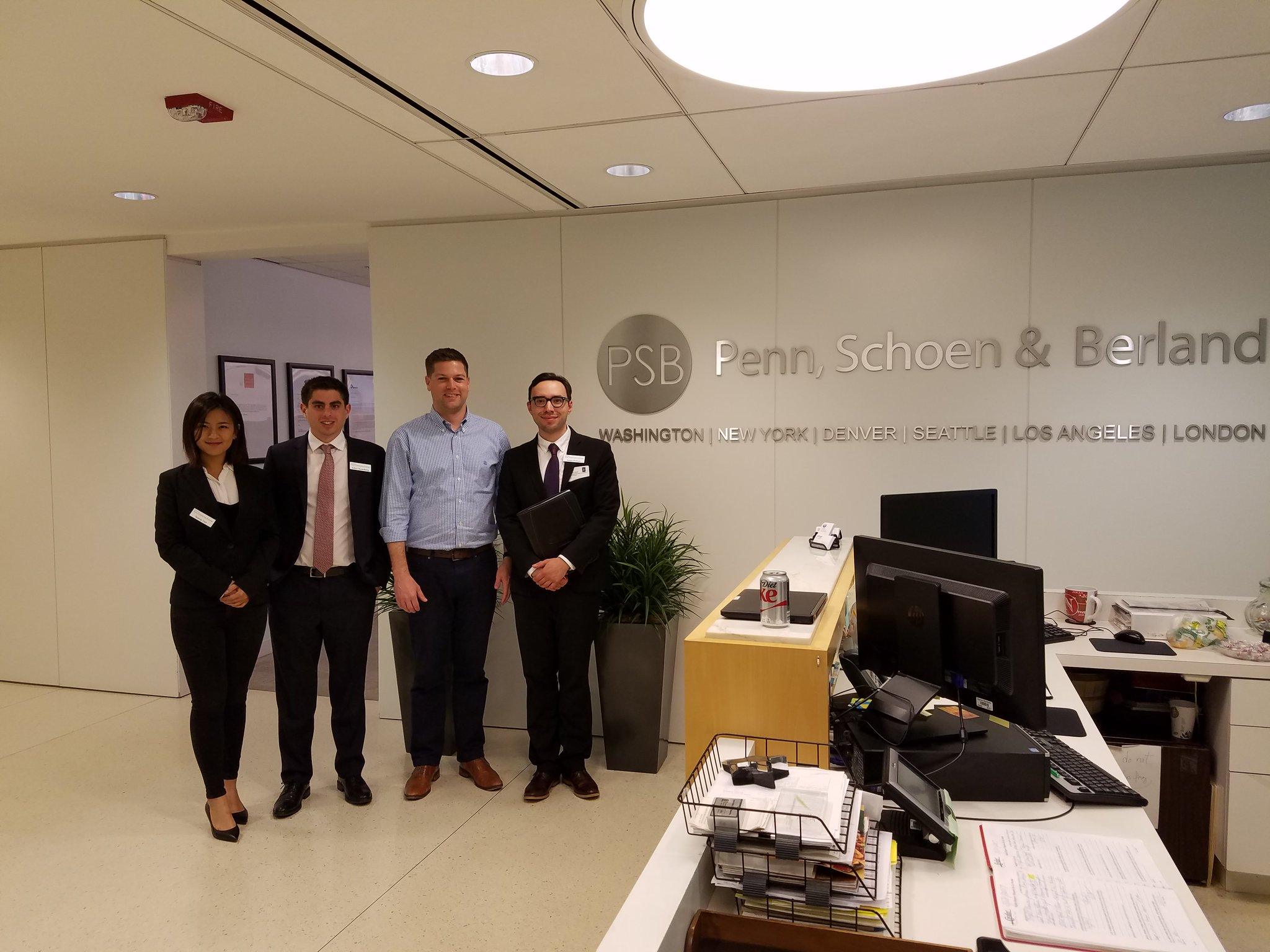 Enjoyed an insightful glimpse at the private sector during our visit at Penn Schoen Berland! @psbresearch #WashingtonDC https://t.co/oesoEPbP9m