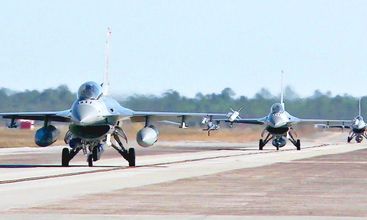 المقاتلات العربية للخطوط الأمامية C8NtHshVoAEmJ66