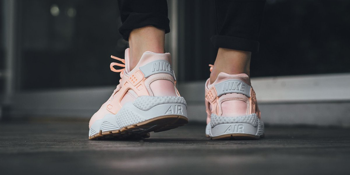 6b153a490c5 NEW IN! Nike Wmns Air Huarache Run - Sunset Tint White-Gum Yellow SHOP  HERE  http   bit.ly 2ogYw5Q pic.twitter.com XY1OEL4t4T