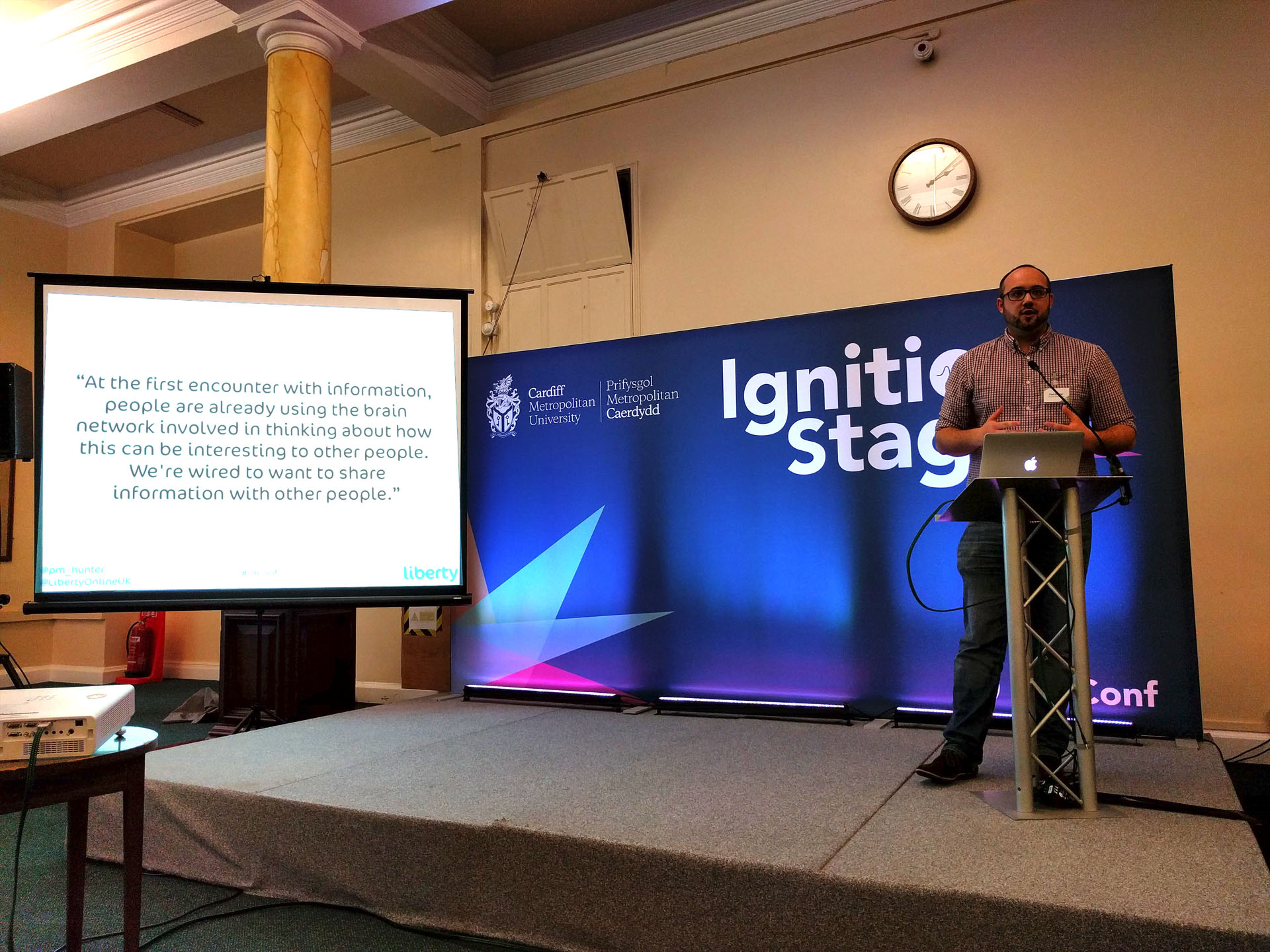 At #OiConf in #cardiff yesterday #neuroscience and #neuromarketing were debated again, presented here by Paul Hunter of @LibertyOnlineUK https://t.co/NmNkXtlaeM
