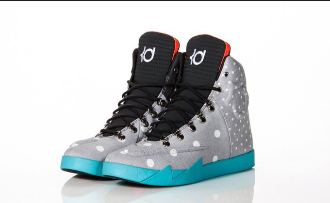 I really really really want these #KD #birthday #sneakers #size8 🙏🙏🙏 https://t.co/Uer6vEpmnV