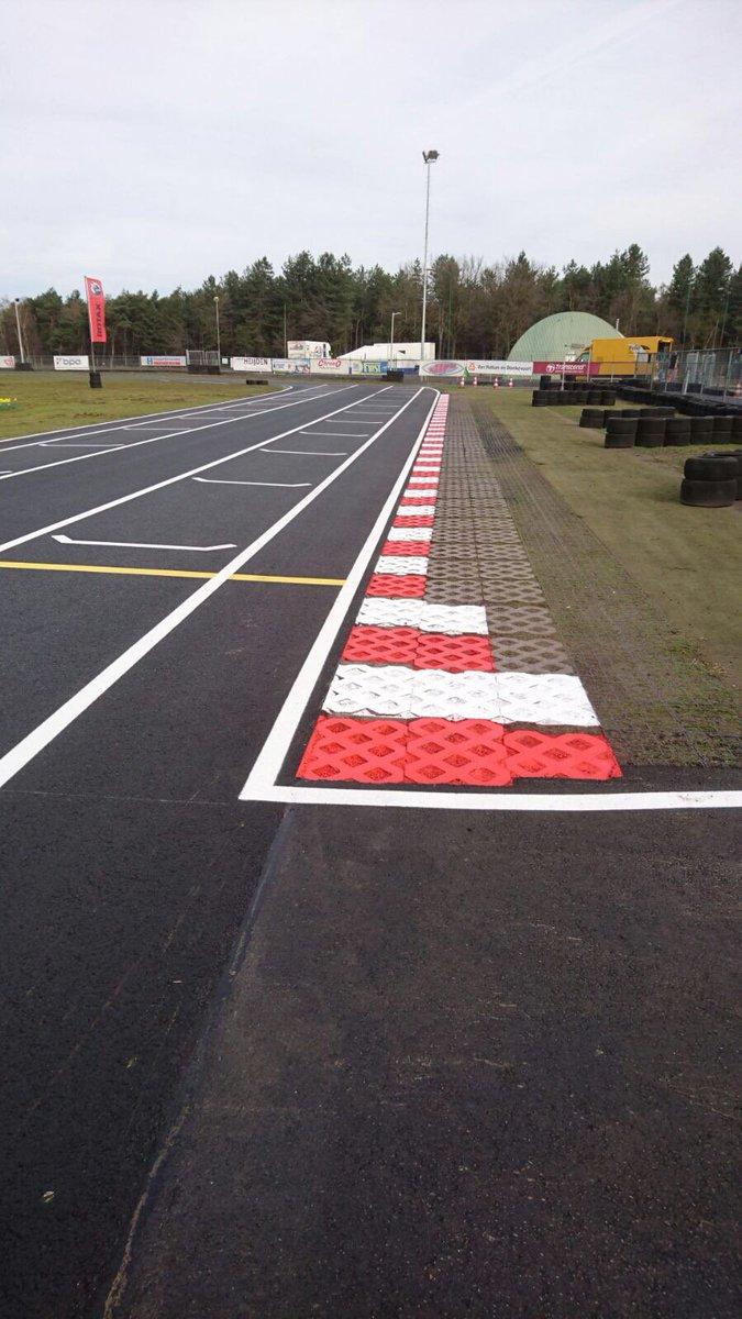 Circuit Park Berghem On Twitter De Curbs Zijn Ook Weer Strak Circuitvdtoekomst Roodwit