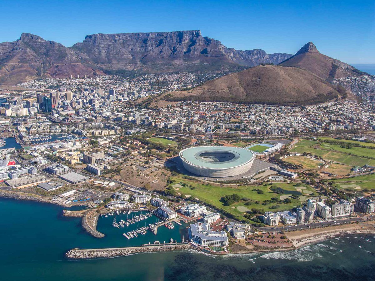 Wow, Cape Town is even more stunning from above! Thanks @Helicopters_Cpt for the amazing views. #lovecapetown https://t.co/xPOdc0as2J