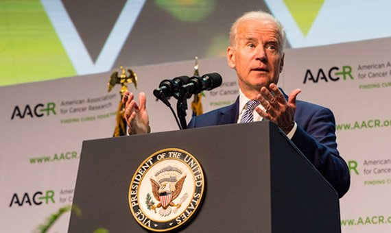 Proud to announce that former Vice President @JoeBiden will provide remarks at #AACR17 on April 3, 1pm. More info: https://t.co/VMA2Ub0QKe https://t.co/Q5bTPX4nIJ