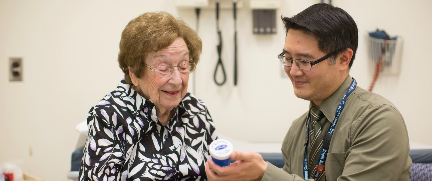 Our pharmacists play an important role in ensuring our older patients remain healthy and independent. #PAM2017 Read: https://t.co/RHBBd2DjQ0 https://t.co/phWia5swNR
