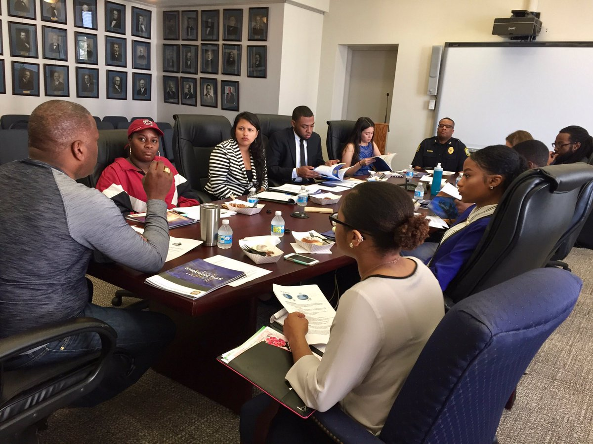 Rich dialogue this AM with student leaders as we work to address their concerns about fair treatment & ensuring a welcoming @ColumbiaSC