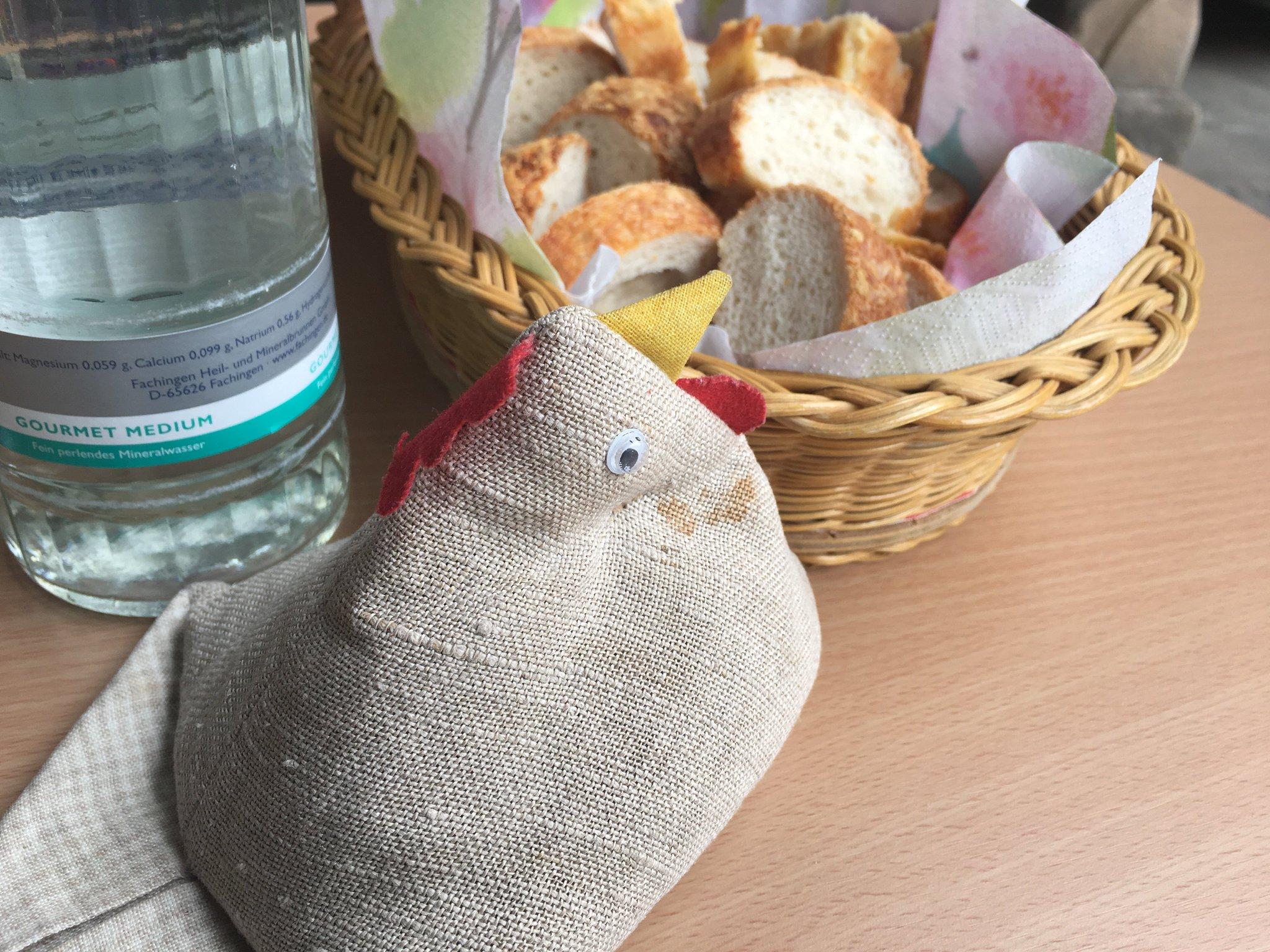 Gut, dass es auch etwas Brot gibt… #meurers #vcrhh17 #Vinocamp https://t.co/W2fi41XeKM