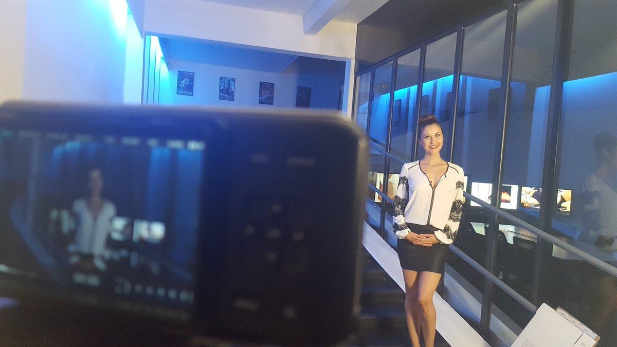 je vous donne d s 00h sur pour enqu te tr s sp ciale avec le portrait de la seule actrice x au. Black Bedroom Furniture Sets. Home Design Ideas