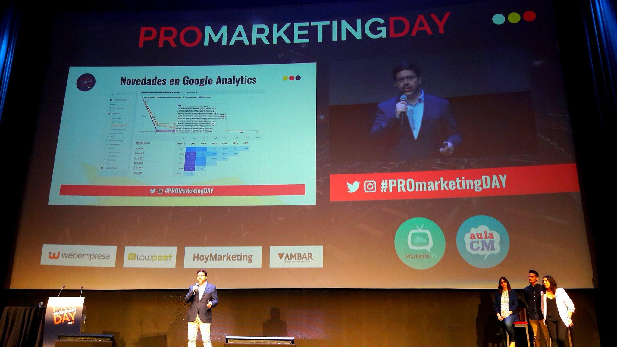 📊@FerRubioA, con las novedades de #googleAnalytics. Interesante la funcionalidad Page Analytics, q aporta mapa de clicks #ProMarketingDay https://t.co/lTeSA57AqJ