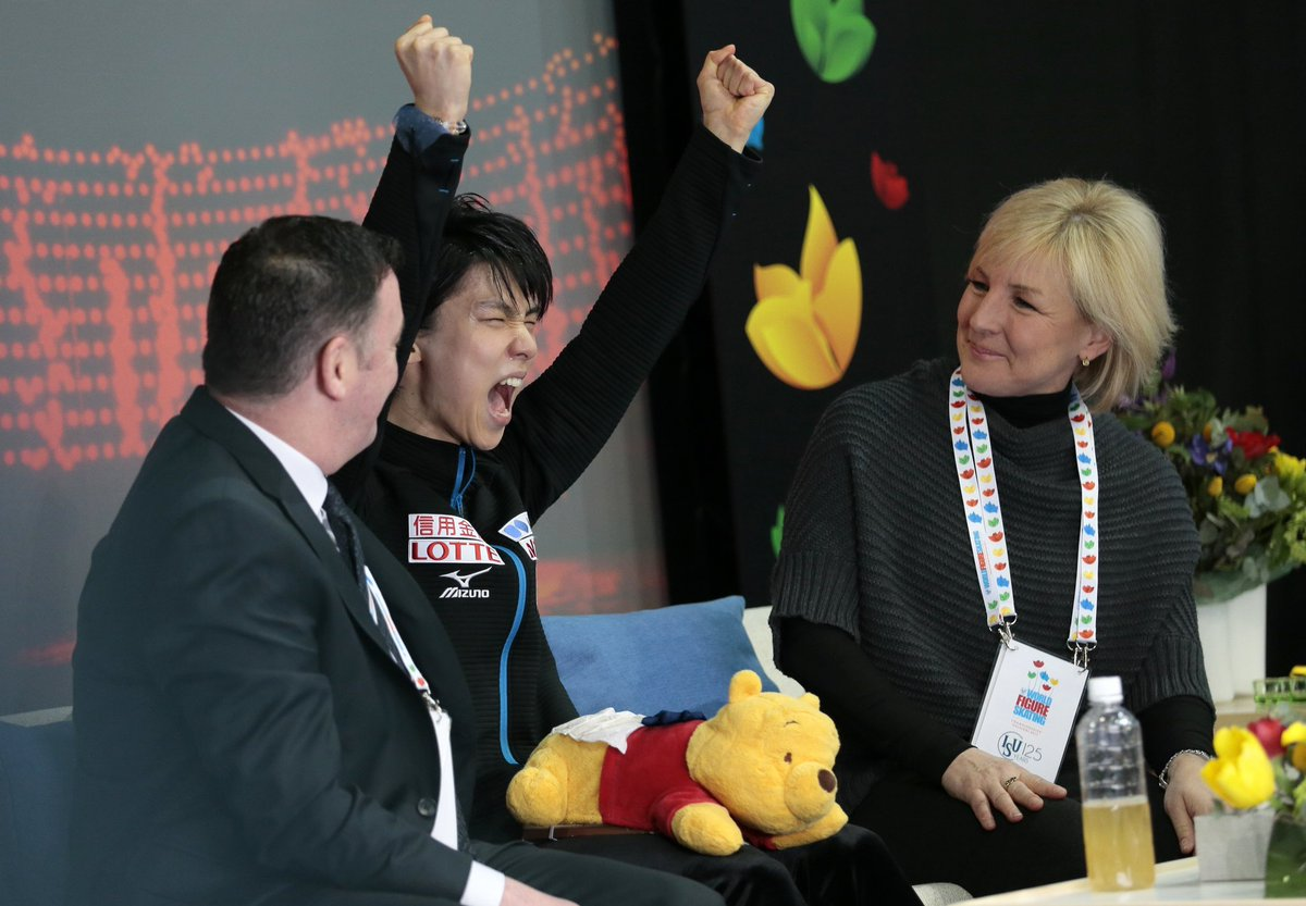 Yuzuru Hanyu rallies for world title; Nathan Chen struggles in free skate  Story: https://t.co/7eA2uAXsS3 https://t.co/BrPWTx6o2h