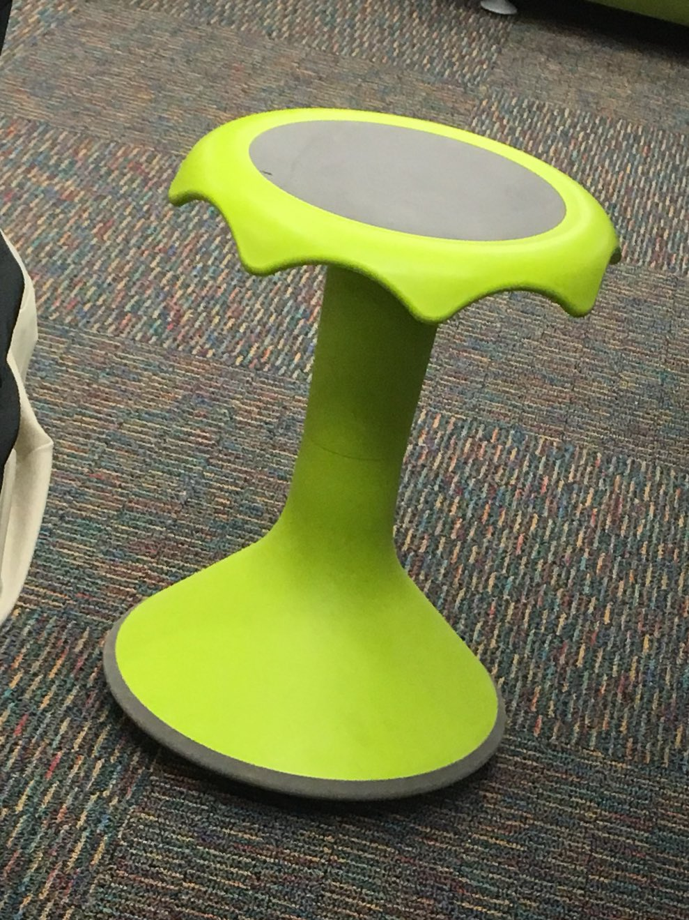 Great conversations about flexible seating & student choice. I want some of these wobble stools for my classroom!! 😍 #edcampliberty https://t.co/zRtfsz2qvh