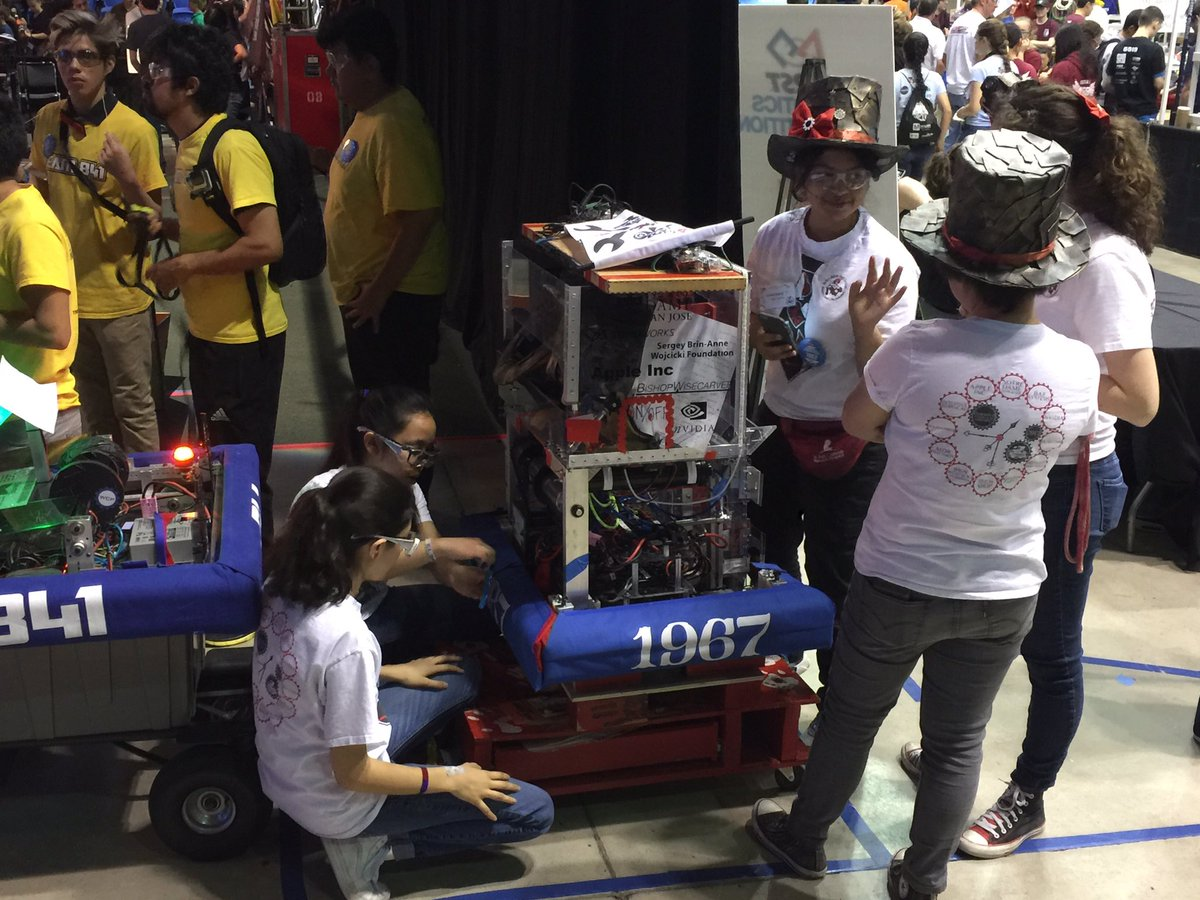 #omgrobots #BowsNBots Janksters getting ready for match # Q87 @team1967 https://t.co/yeuRFPhdb7