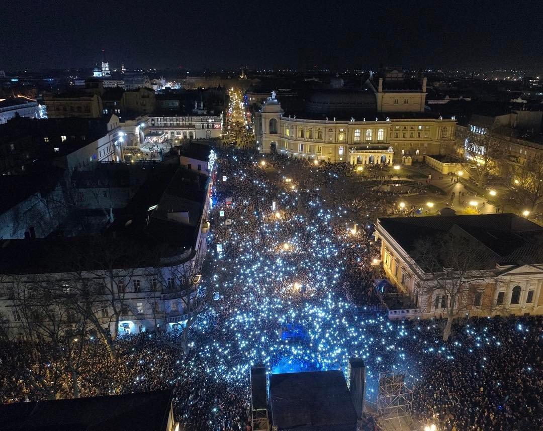 Новый рекорд Украины установлен в Одессе: из перчаток выложили смайл площадью 40 кв. м - Цензор.НЕТ 7849
