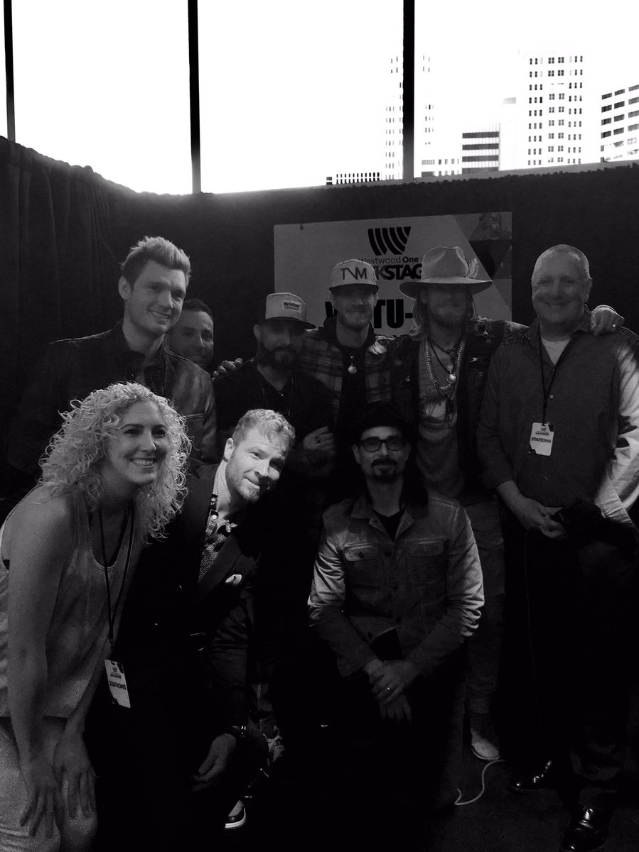 The Backstreet Boys and Florida Georgia Line and a chair was broken @ACMawards @CBSPhilly @925XTU #wwobackstage https://t.co/N6wRqJtxSY