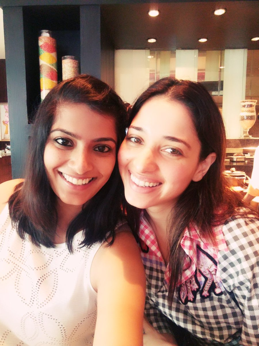 Tamanna shouts at Fan for Zooming her at Wrong Place while taking a Photo in Public