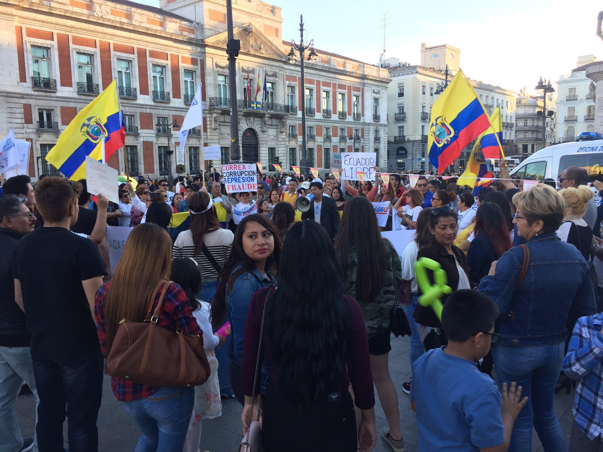 Resultado de imagen de manifestación de ecuatorianos en madrid