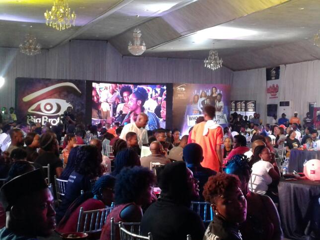 Audiences show us love form the Ikeja Viewing Park! #BBFinale #BBNaija https://t.co/euSkEEsUZN https://t.co/69TpboYayG