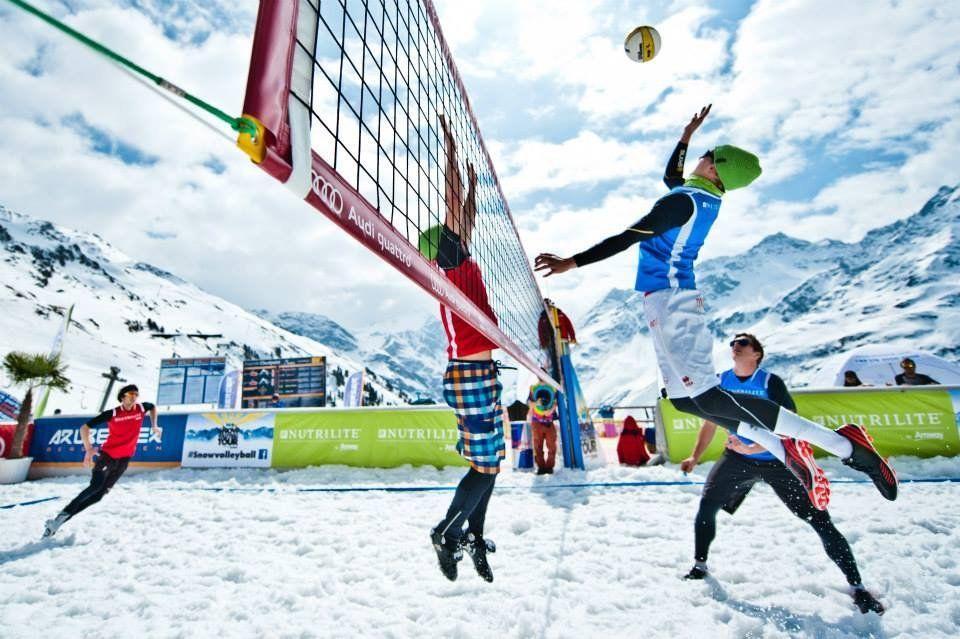 Волейбол в картинках на снегу, днем