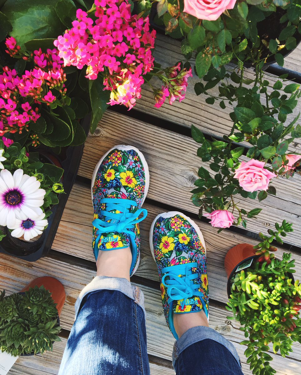 My sneaker game is getting stronger! Get em at @shop6pm! #sneakerhead #SneakerLover #flowerpower #puma #shop6pm<br>http://pic.twitter.com/i5vXDrFP0l