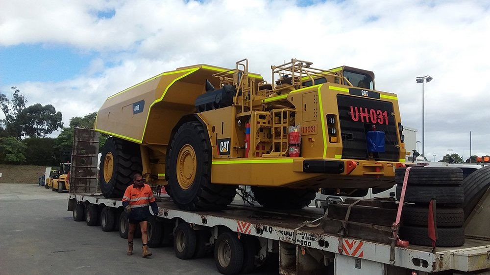 Today NQ Group Heavy Haulage picked up @BarrickGold's new underground articulated truck. Not a bad start to the week! #cat #mining #haulage https://t.co/BfOsqis0mF