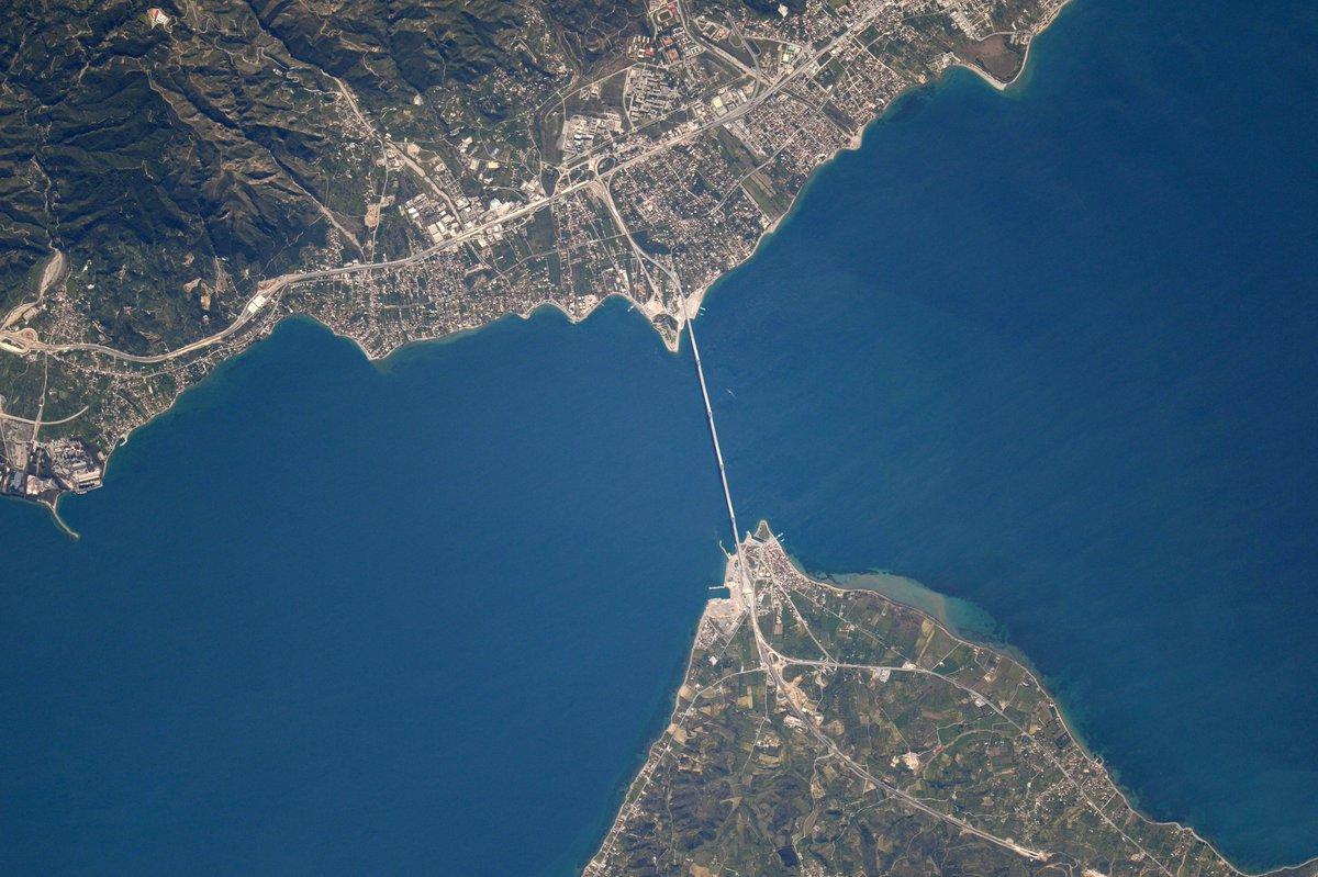 Plus de ponts, moins de murs! Antirion et un détroit, en Grèce #mondaymotivation https://t.co/5hgCYtYKYn