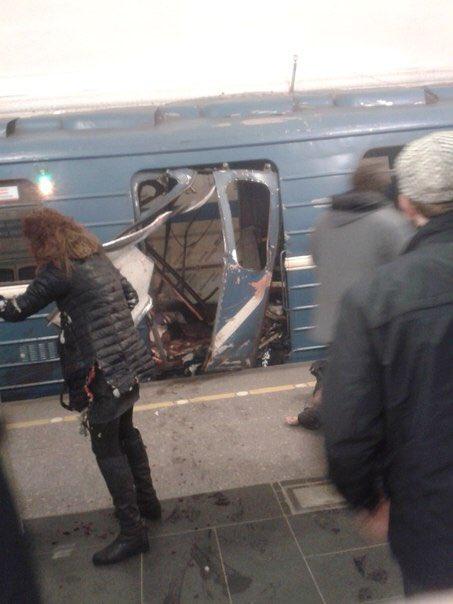 На станции метро в Петербурге прогремел взрыв (фото, видео)