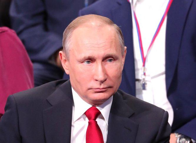 Видео: Путин уронил стул ... - piter.tv