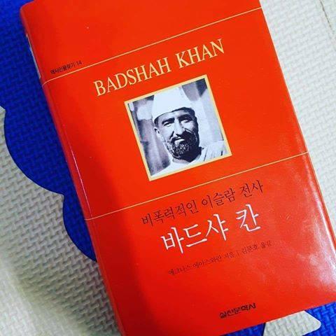 Biography of #BaachaKhan in Korean language . <br>http://pic.twitter.com/OqykYavYCj