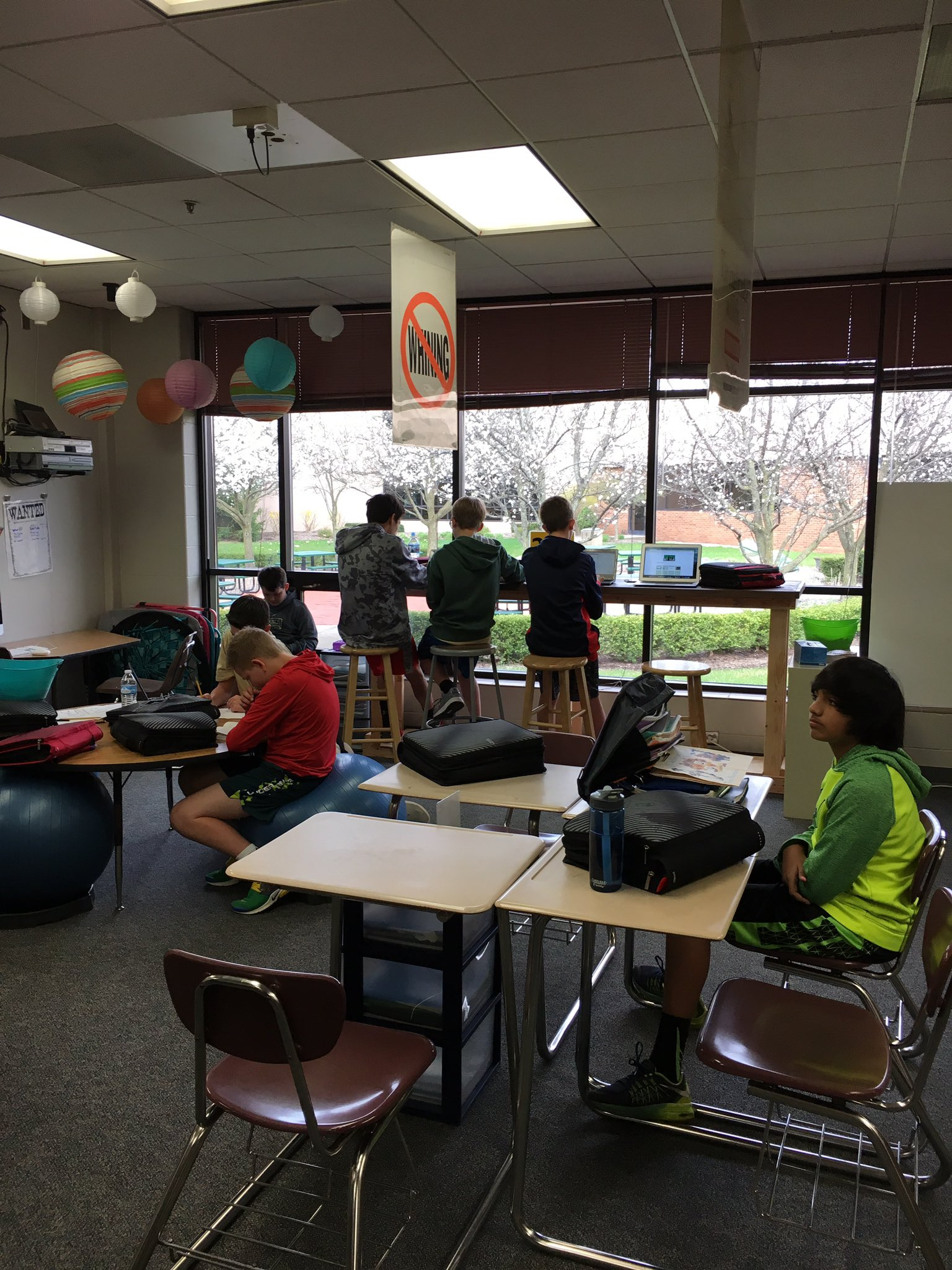 """Writing bar in full use!   Thanks @gmsDCSD PTO!  And the boys who wrote the """"How to"""" paper and then made it!  #thedublindifference https://t.co/uVCwvLTIc1"""