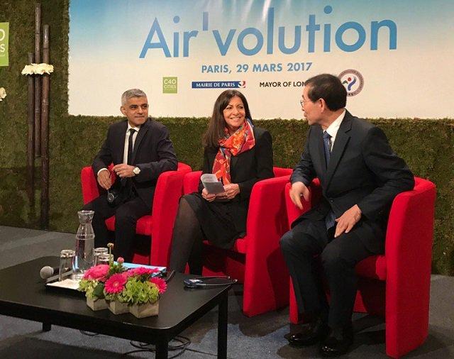 Paris fait son Air&#39;volution  http:// dlvr.it/NnnS3B  &nbsp;   #Paris #AnneHidalgo #mairie #C40 #flotte<br>http://pic.twitter.com/gsXBx37ixF