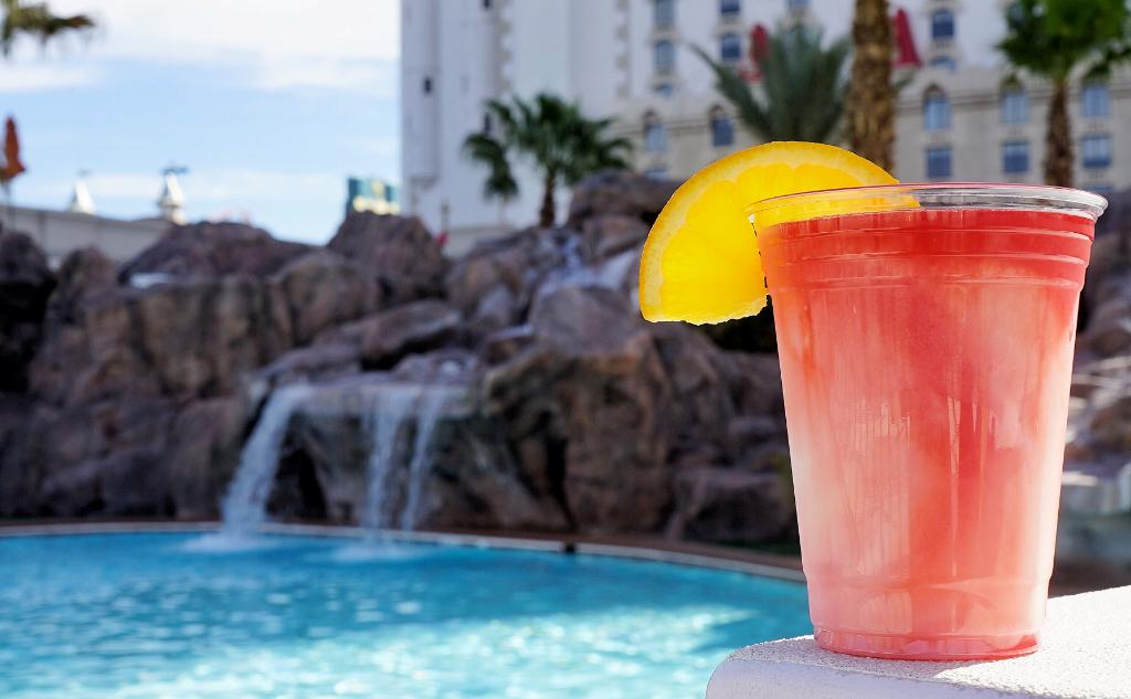 Cheers! RT if you'd rather be spending your Monday poolside in #Vegas. https://t.co/XtXr7pHQOv