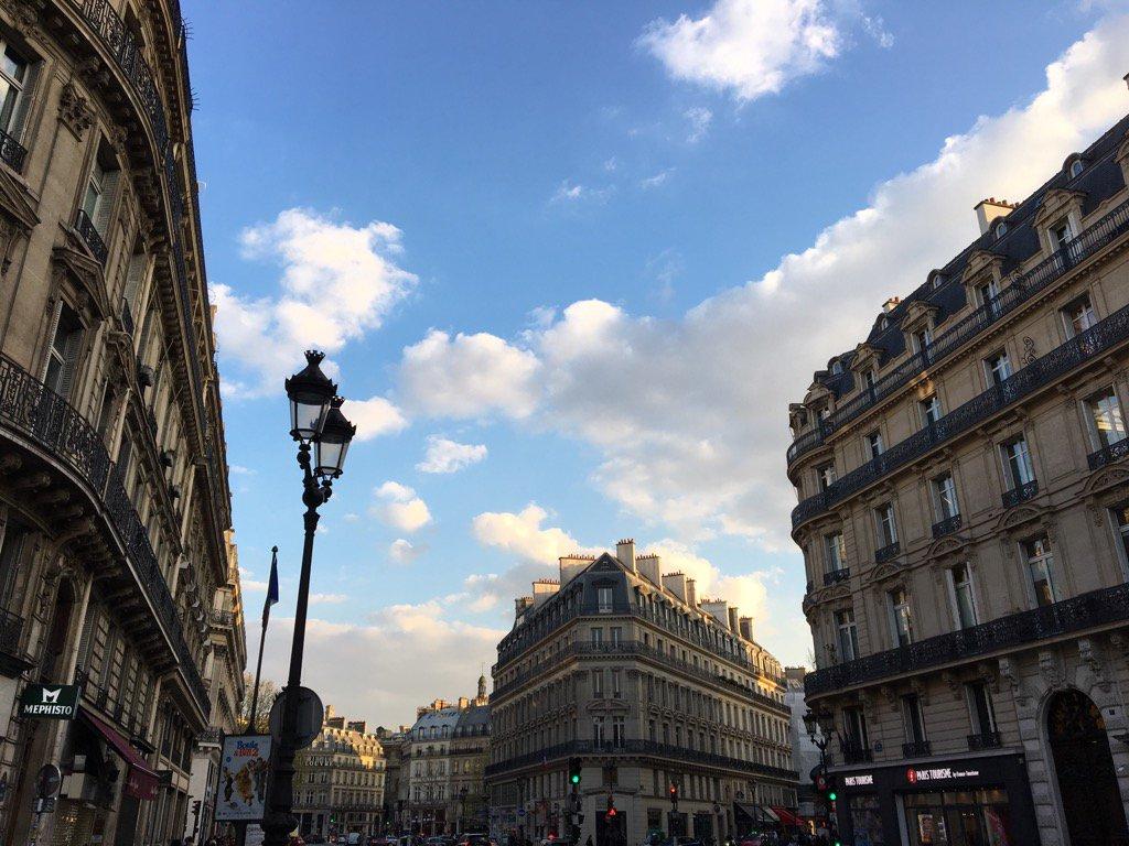 Lovely evening light in Paris this evening. #bonnesoiree <br>http://pic.twitter.com/tqkGTtvu4G