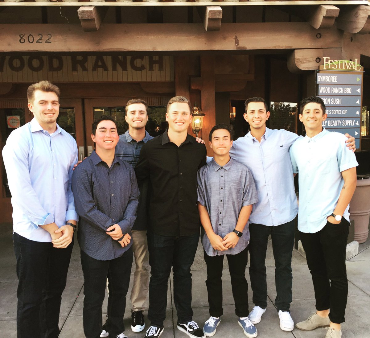 Hayden Winters On Twitter Got Treated To A Nice Spiffy Dinner By These Guys F0 9f 94 A5 F0 9f 98 8e F0 9f 98 8f