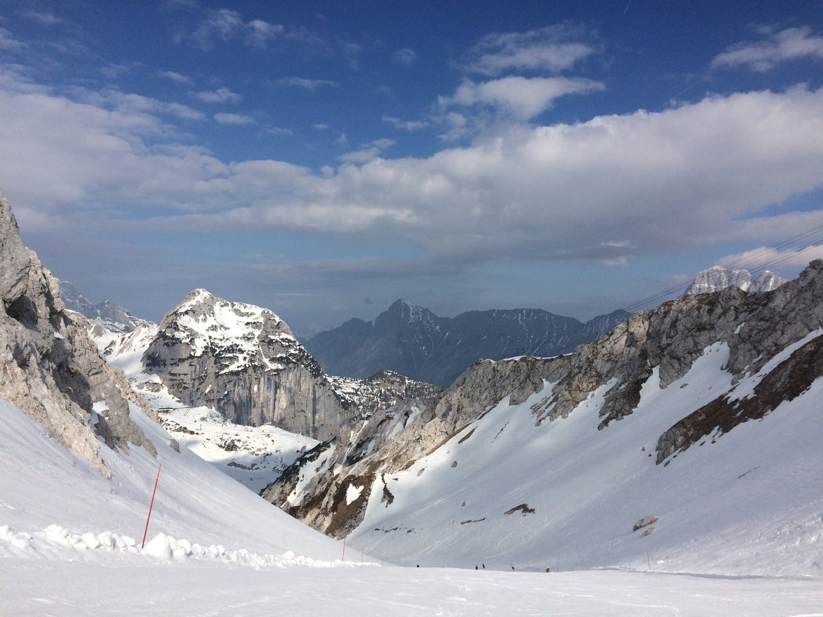 Snowy heaven.  #sellanevea #skiing #slovenia #italy<br>http://pic.twitter.com/cHSR2geZGM